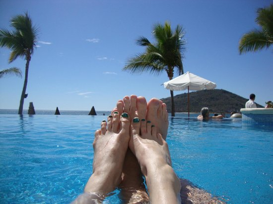 Oceano Palace: feet at the pool