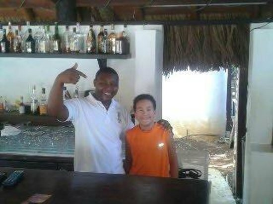 Villas Sur Mer: Cliff...The coolest bartender around!