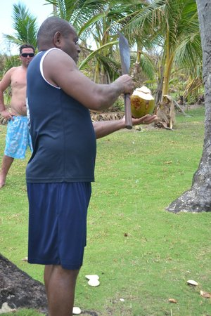 Robinson Crusoe Island Resort: Opening up our coconut