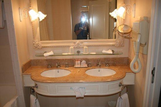 Disneyland Hotel: El baño
