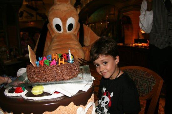Disneyland Hotel: El cumple