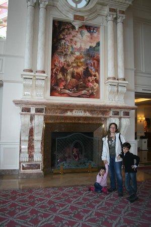 Disneyland Hotel: La chimenea