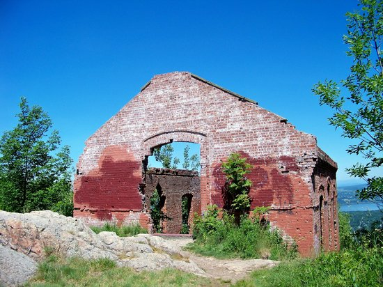 Mount Beacon Incline Railway: The ruins of the railway powerhouse