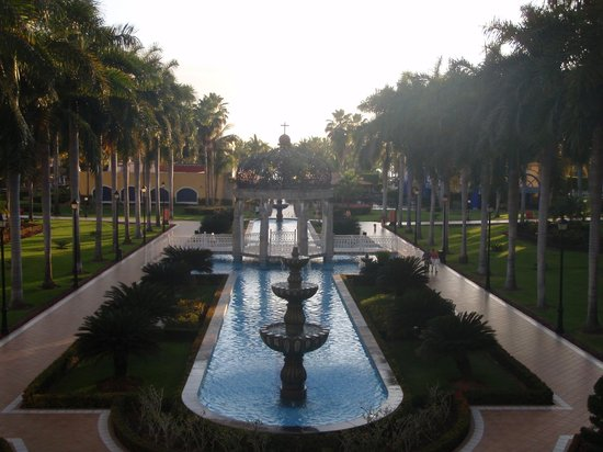 ClubHotel RIU Jalisco: view towards beach area from hotel lobby