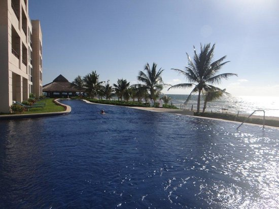 Secrets Silversands Riviera Cancun: Infinity Pool