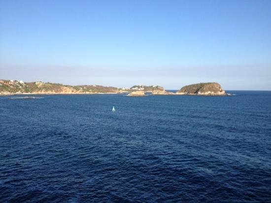 Las Brisas Huatulco: Amazing view of the Tangolunda Bay from our room terrace!