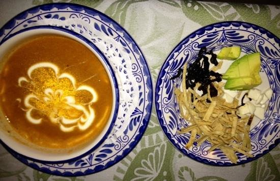 Las Brisas Huatulco: Delicious Tortilla Soup at El Mexicano restaurant!