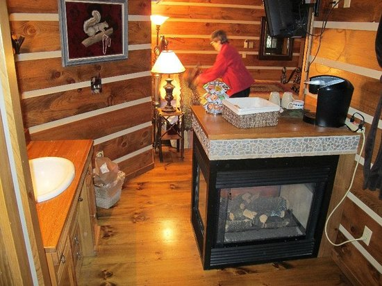 Bear Mountain Lodge: Wilderness Suite's gas fireplace, looking toward bedside
