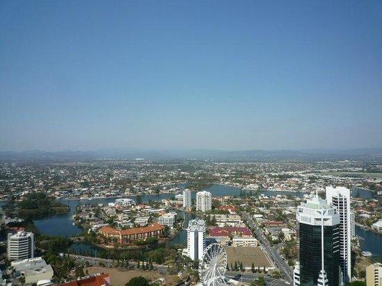 Hilton Surfers Paradise Hotel & Residences: バルコニーからの眺め2