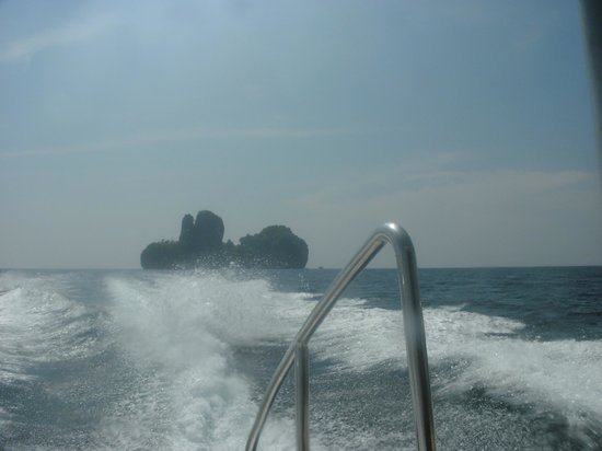 Phuket Snorkeling by  Offspray Leisure: leaving the idyllic place at full speed