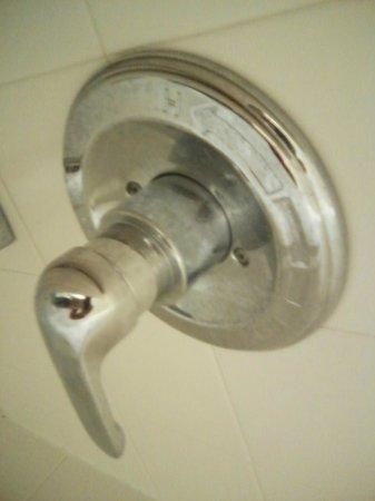Baymont Inn & Suites Franklin : Unclean faucet