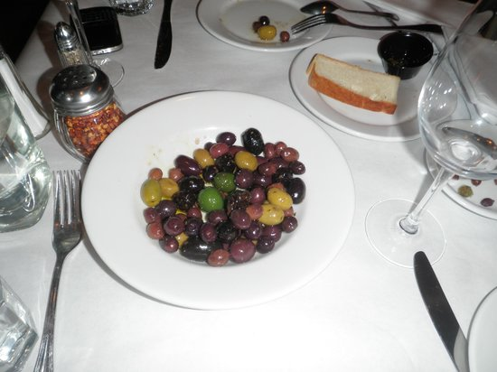 Los Olivos Wine Merchant & Cafe: Olive appetizer ($8.00)