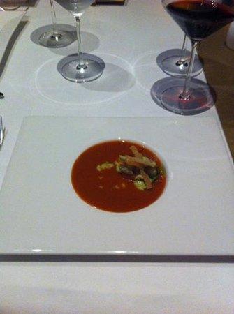Gustino: суп из 2 видов томатов