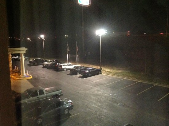Best Western Plus Marion Hotel: Exceptionally well lit parking lot