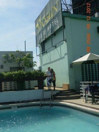 Shogun Suite Hotel : damian and chona