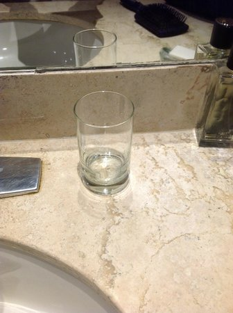 IBEROSTAR Paraiso Del Mar: One water glass in a 4-person suite