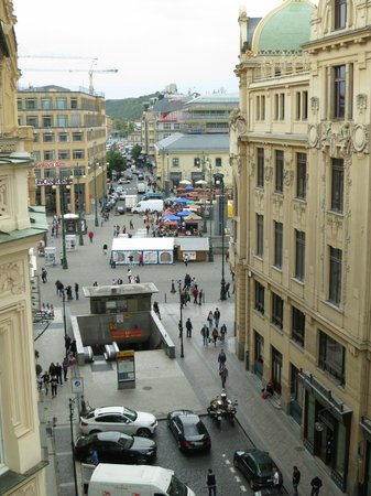 Hotel Paris Prague: A view of the open market from the room No. 409