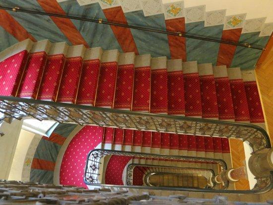 Hotel Paris Prague: Stairs-an open gallery