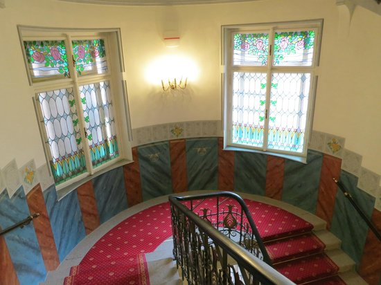 Hotel Paris Prague: Stairs with beautiful stained glass windows