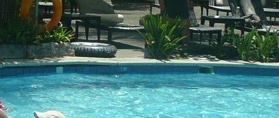 เมเลียบาลีอินโดนีเซีย: Pool needs remodel