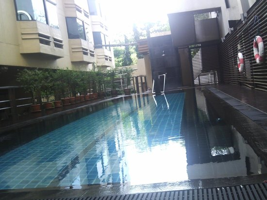 The Seasons Bangkok Huamark: The swimming pool at All Seasons Huamark