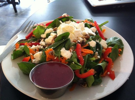 Green Elephant Cafe: Green Goat Salad With Cafe Made Berry Dressing