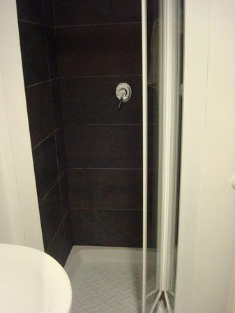 Re Testa: Shower