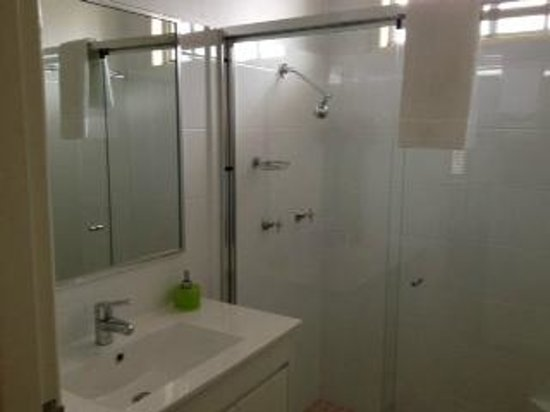 Oceana Holiday Units: Main Bathroom