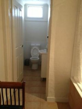 Oceana Holiday Units: Ensuite Toilet