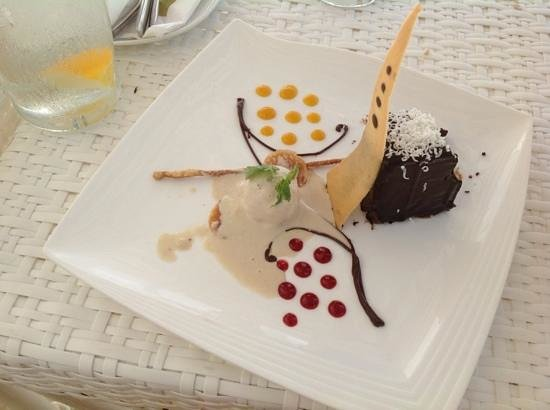 Discovery Shores Boracay: Must try Discovery Shores signature chocolate cake with homemade ice cream.