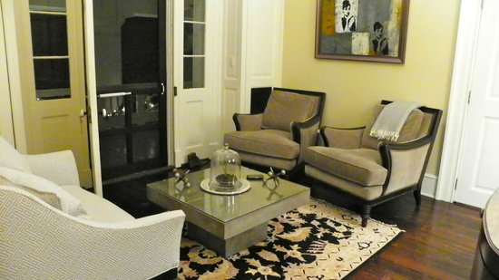 The Inn at Willow Grove: Master Suite sitting area with door to private outdoor porch
