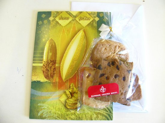 Bangkok Centre Hotel: Christmas Card & Cookies
