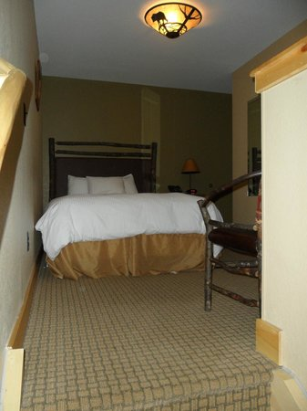 Hope Lake Lodge & Conference Center: Upstairs bedroom