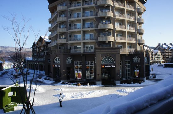 Holiday Inn and Suites Alpensia Pyeongchang Suite: Where you can get a coffee and free wifi!