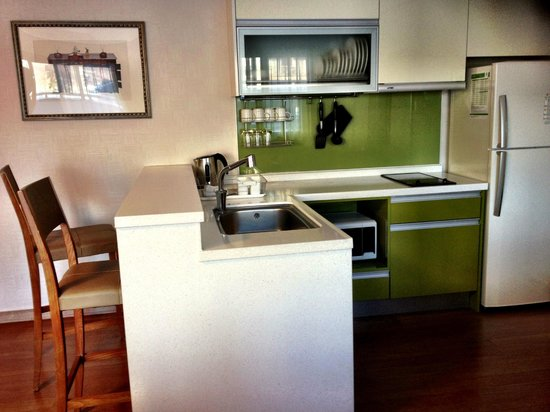 Holiday Inn and Suites Alpensia Pyeongchang Suite: The well-equipped kitchenette! Cooked breakfast daily ;)