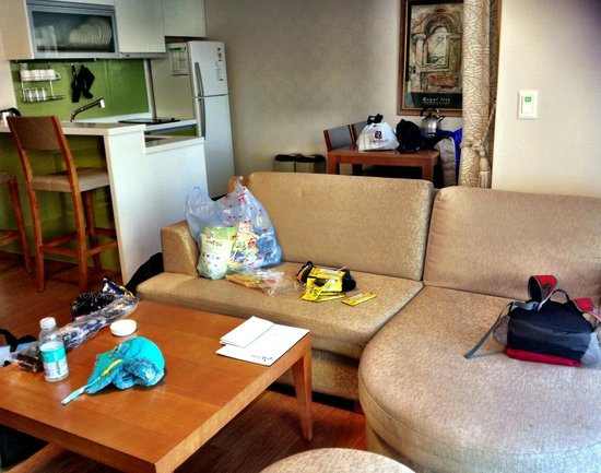 Holiday Inn and Suites Alpensia Pyeongchang Suite: Enough space for all our stuff!!