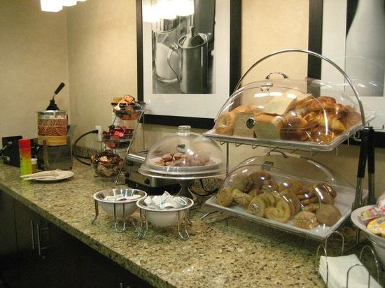Hampton Inn & Suites Mexico City - Centro Historico: breakfast selections