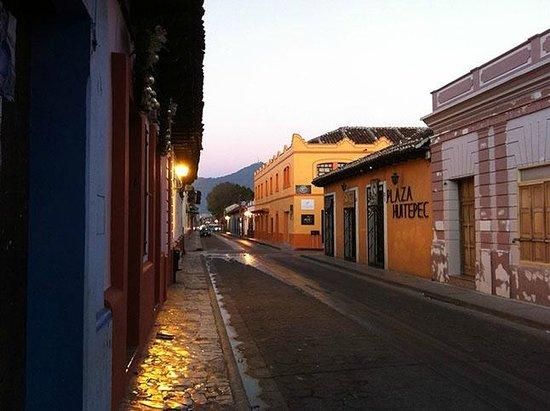 Puerta Vieja Hostel: Street View