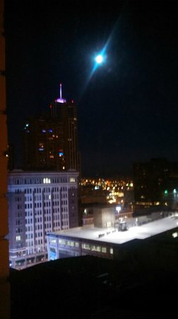 Magnolia Hotel Denver: view of full moon from Room 1138