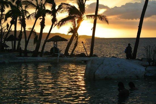 Sonaisali Island Resort Fiji: Lovely sunset