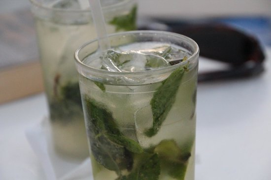 Hotel Riu Guanacaste: Excellent Mojitos at the pool