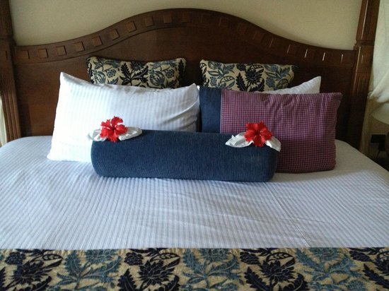 Secrets Capri Riviera Cancun: We were in Room 247 and our maid was very creative
