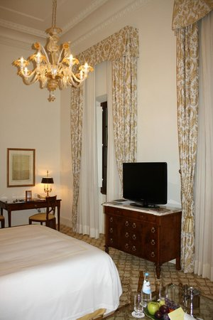Four Seasons Hotel Firenze: Room 117