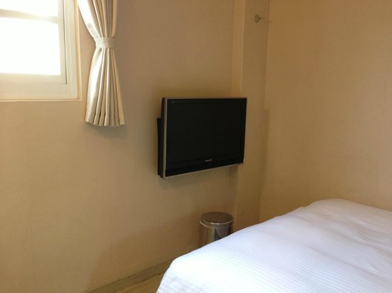 Kindness Hotel - Xiongzhong : Room is small but clean