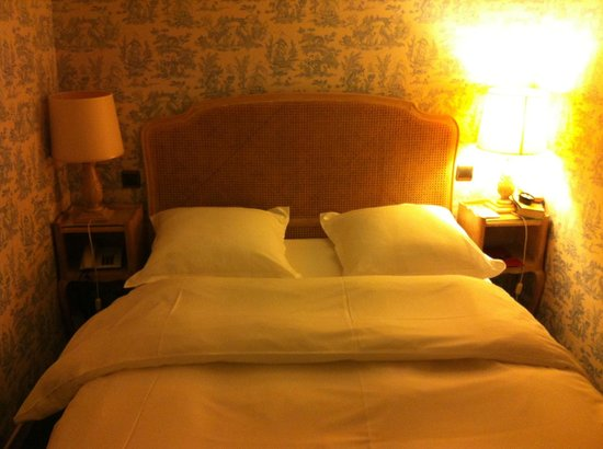 Hotel Baudelaire Opera: The upstairs bedroom