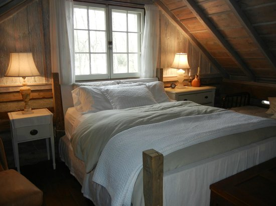 Coyote Creek Farm: Main Bedroom