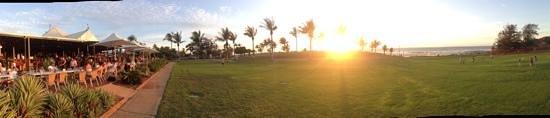 เคเบิ้ล บีช คลับ รีสอร์ท แอนด์ สปา: sunset bar view
