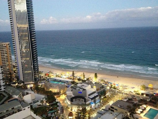 Hotel Grand Chancellor Surfers Paradise: View from our room (Premiere Ocean Suite)