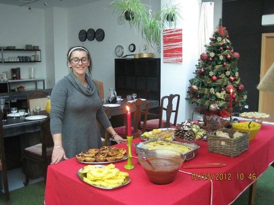 Living Lounge Hostel: Lady who has prepared this fabulous holiday meals !!!