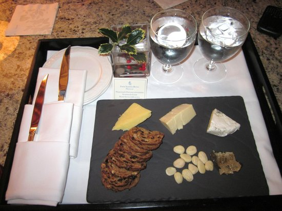 Four Seasons Hotel Vancouver: Cheese Plate